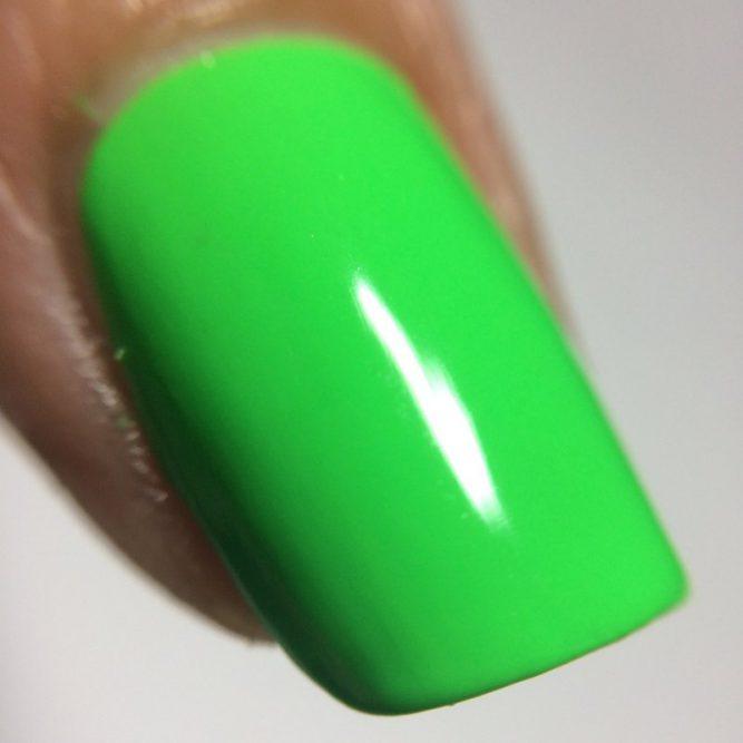 Euphoria nail macro - bright neon green gloss top coat